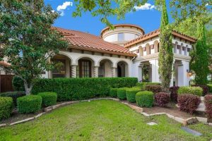 Selling Your Home? Hire a Roofing Company in Dallas First